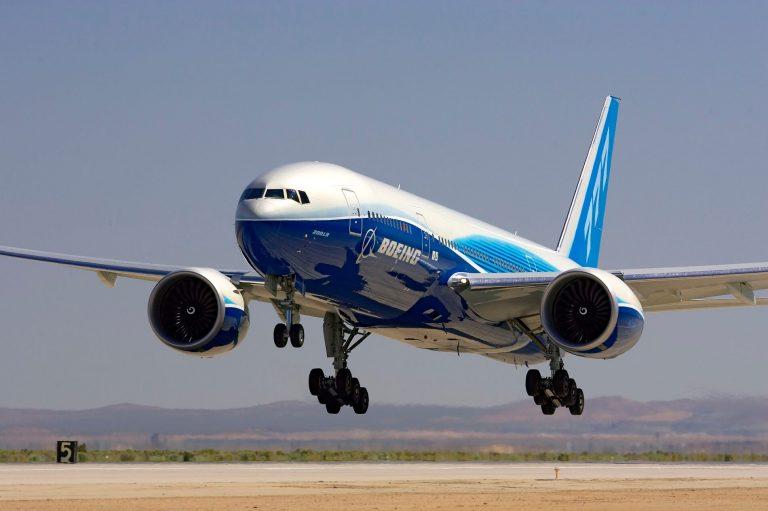 Boeing 777 landing
